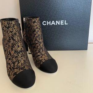 CHANEL Interlocking CC Tweed Ankle Boot